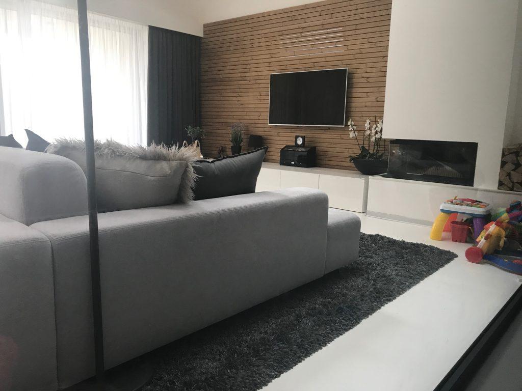 Moderná obývačka v neutrálnych tónoch